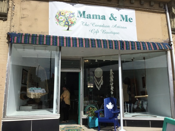 Mama & Me storefront